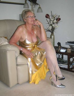 Inez incall escorts in Sunnyside, WA